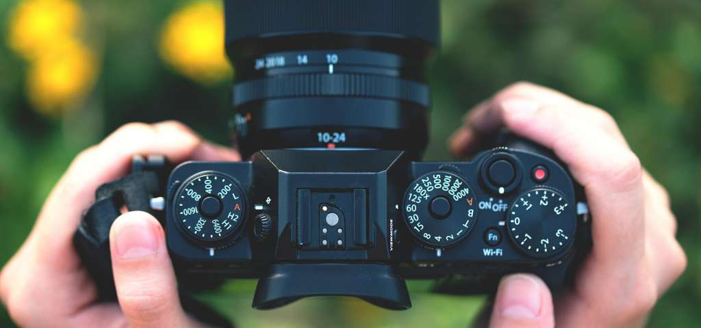 Best Mirrorless Camera Under $1500 | Buying Guide